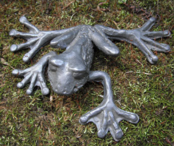 cast-lead-frog