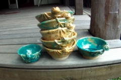 resizedimage348215-frog-bowls-01