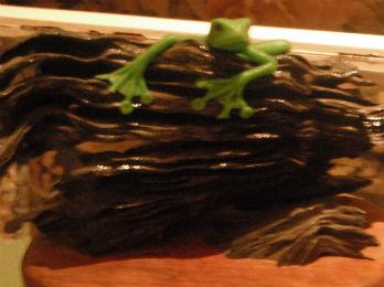 fimo-frog-on-nice-log-