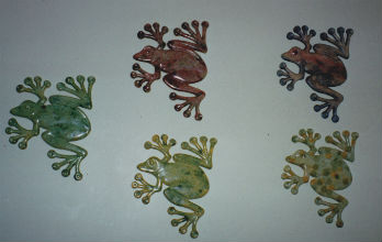wall-of-frogs